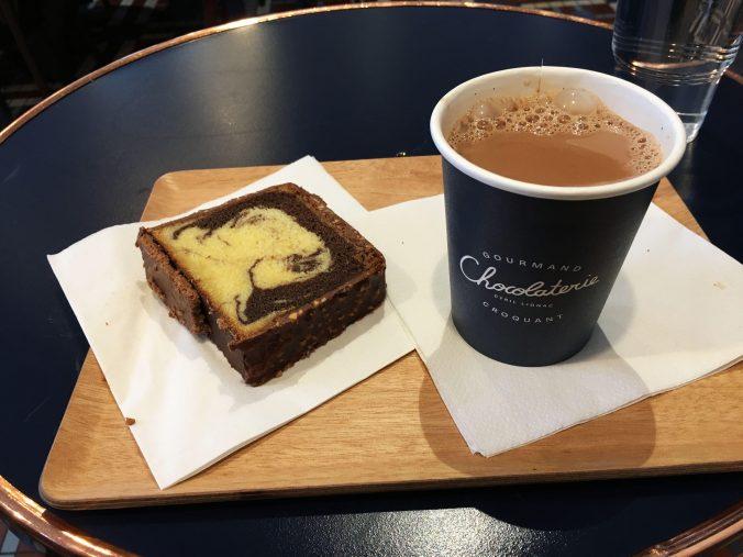Patisserie Paris Marbré et chocolat chaud Cyril Lignac.jpg