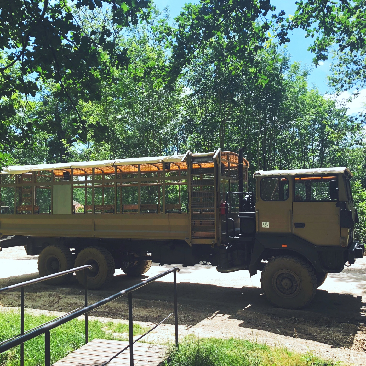 alt-zoo-thoiry-safari-camion